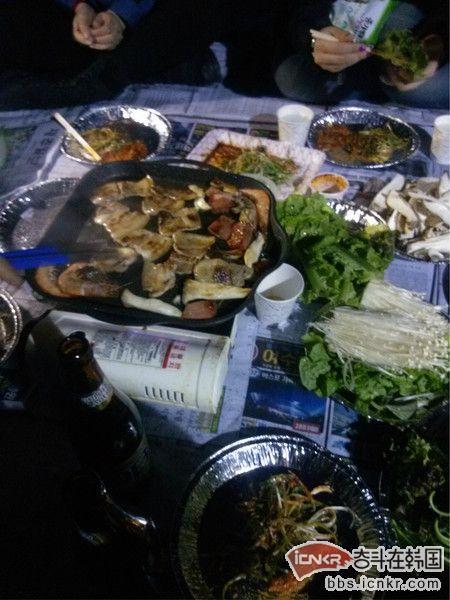 济州岛的路修的还是挺叫人满意的,吃完早餐出发去城山,由于开车没法