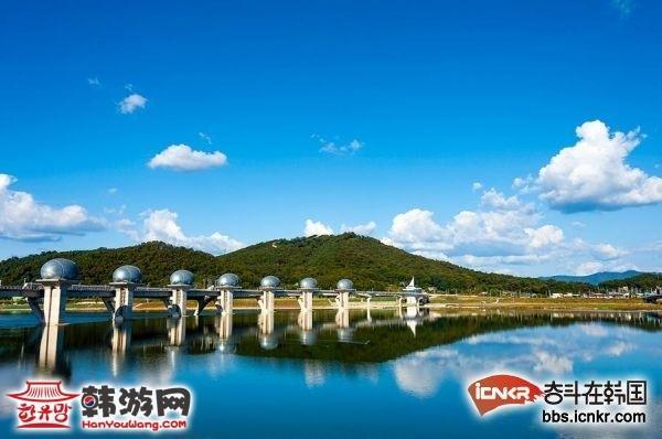 韩国京畿道南汉江梨浦蓄水池