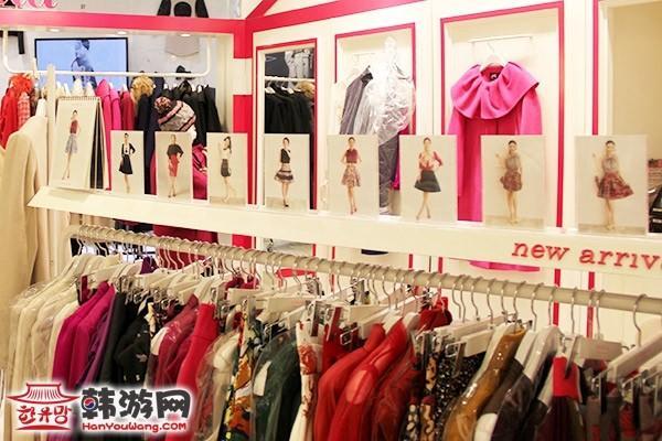 韩国衣服店面装修图